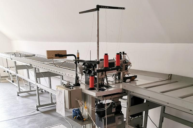 Poluautomatska industrijska šivaća mašina za šivenje